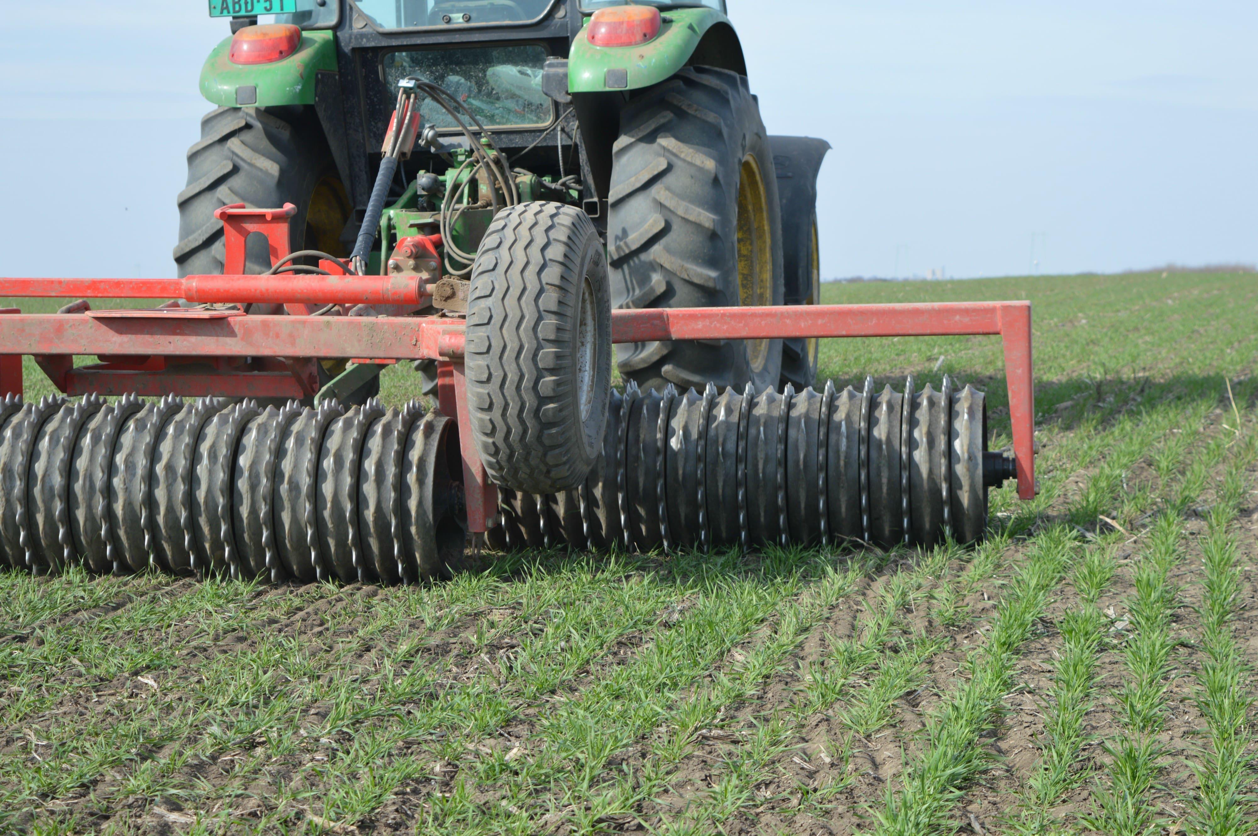 traktor i valjanje